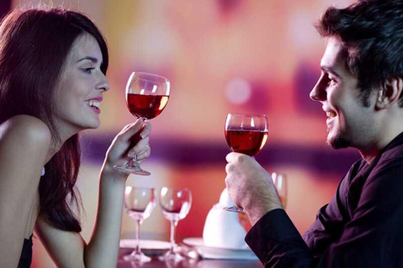9 romantičnih in zabavnih datumov nočnih idej, da poskusite