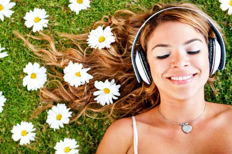 10 čudovitih prednosti poslušanja glasbe