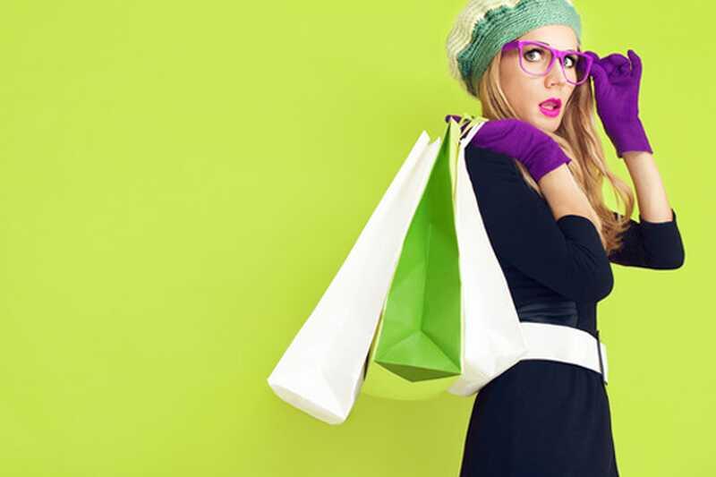 Kako izvajati barvo v nevtralni garderobi? 10 nasvetov, ki jih boste imeli radi