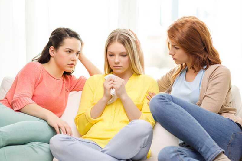 10 smešnih stvari, ki jih večina deklic počne po razpadu