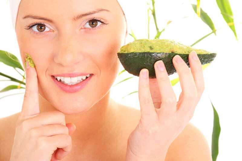 10 domačih lepotnih nasvetov, ki uporabljajo avokado