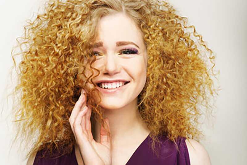 10 odličnih rešitev za frizzy las