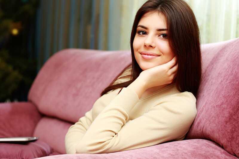10 једноставних и ефикасних вежби које можете учинити код куће на каучу