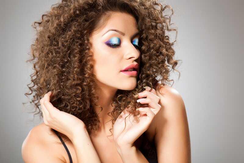 20 fabulosos consejos sobre cómo cuidar el cabello rizado