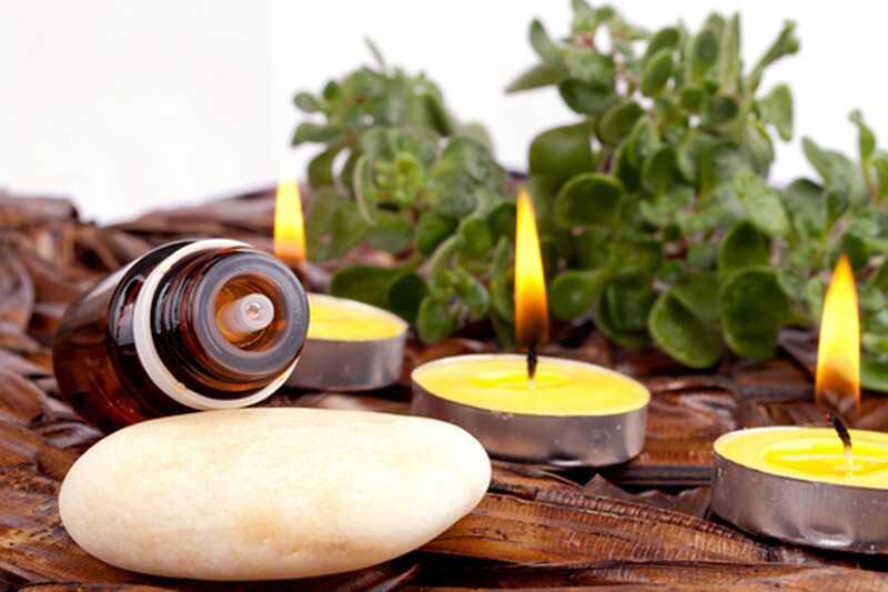 10 čudovitih uporab in koristi eteričnega olja jasmina