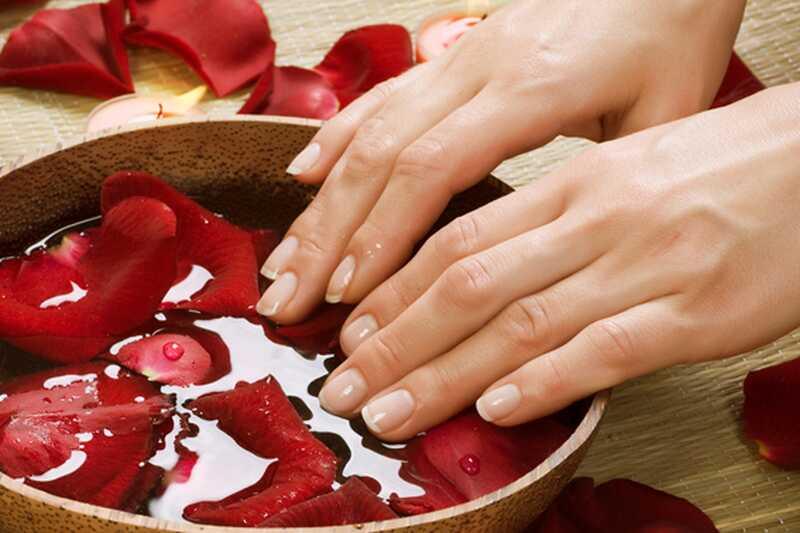 10 consells sobre com cuidar la pell esquerdada a les mans i els peus