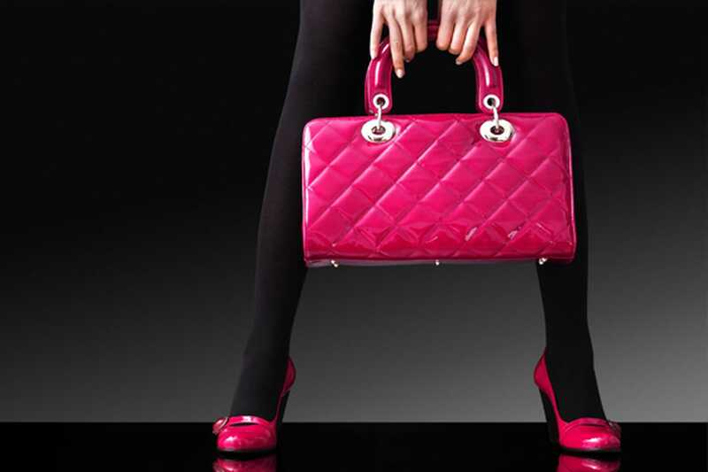Шта да ставиш у своју торбицу? 15 основних ствари које свака девојка треба да има