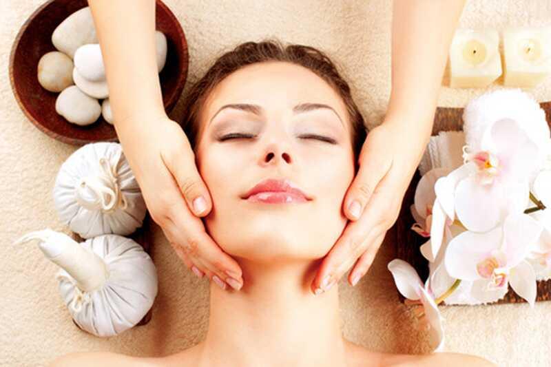 10 čudovitih prednosti neemskega olja za lepoto vaše kože in las
