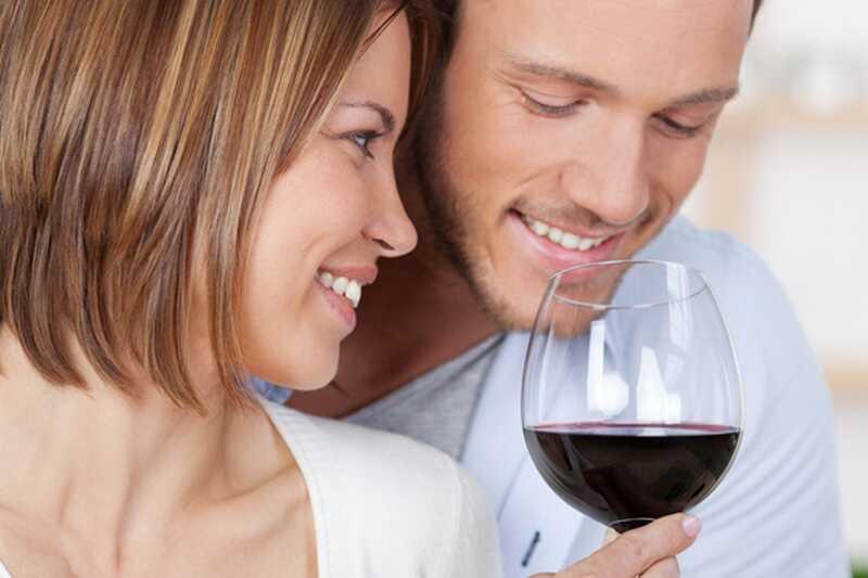 10 prepričljivih razlogov, zakaj je pitje rdečega vina dobro za vas (v zmernih razmerah, seveda)