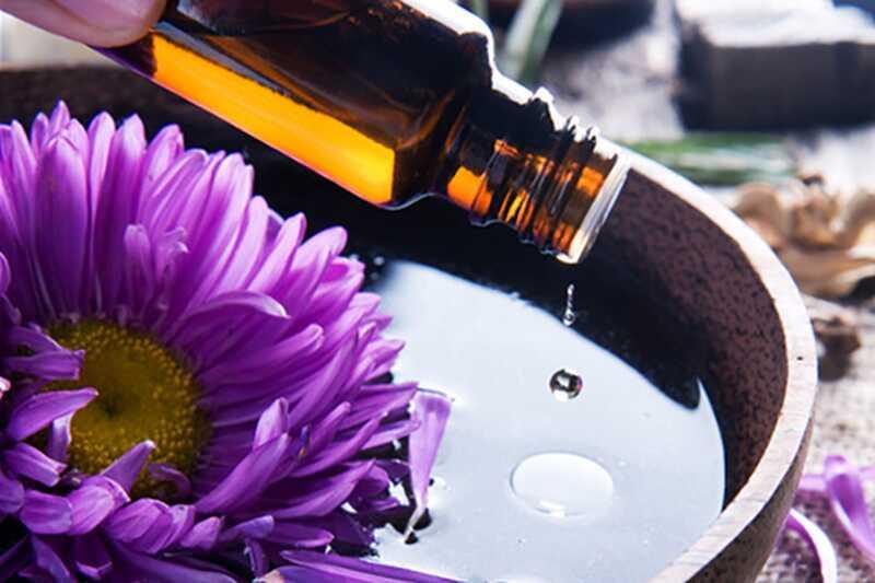 10 čudovitih naravnih olj, ki bodo okrepile rutinsko nego kože