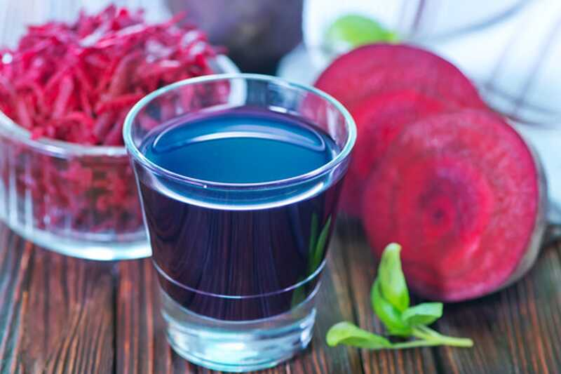 10 presenetljivih pijač za povečanje razpoloženja, ki jih morate poskusiti