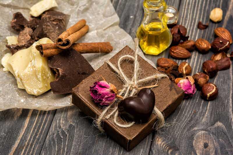 10 čudovitih prednosti kakavovega masla za zdravje in lepoto