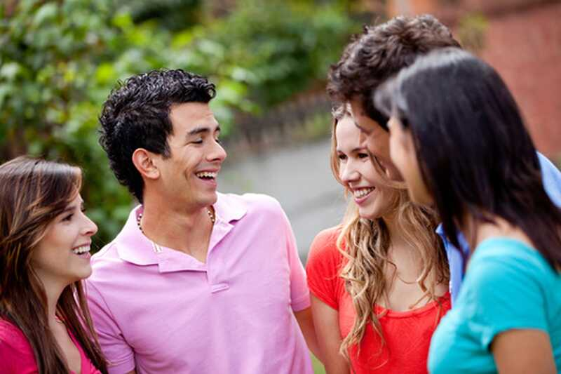 Kako priti čez sramežljivost in zadrego med pogovorom z novimi ljudmi?