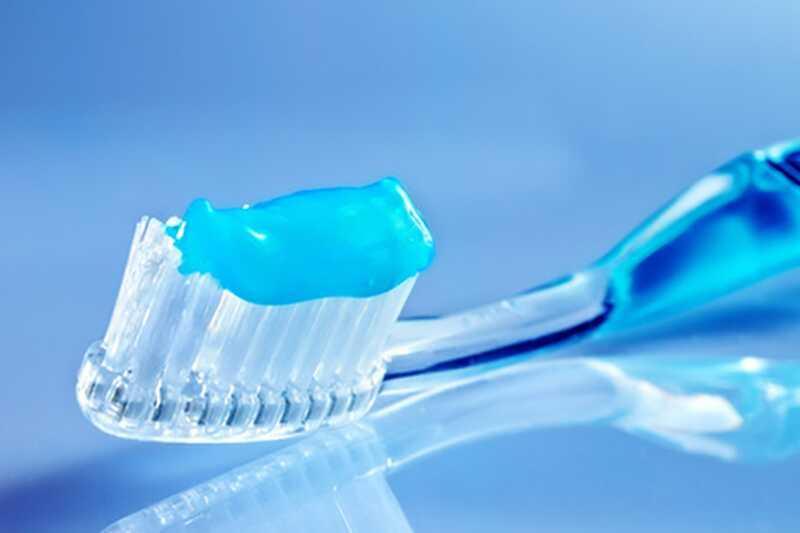 10 strašnih sestavin zobne paste