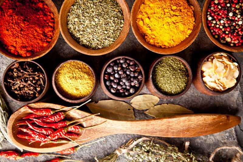 10 čudesnih pothranjenih biljaka i začina i njihovih koristi i koristi