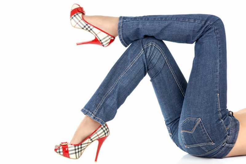 10 савета како елегантно носити плаве фармерке