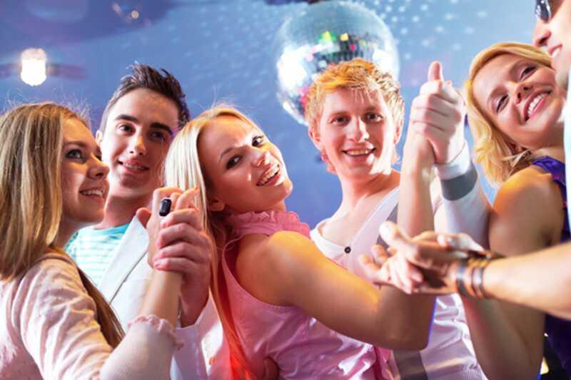 10 preprostih nasvetov o tem, kako se počutite manj nerodno na zabavah