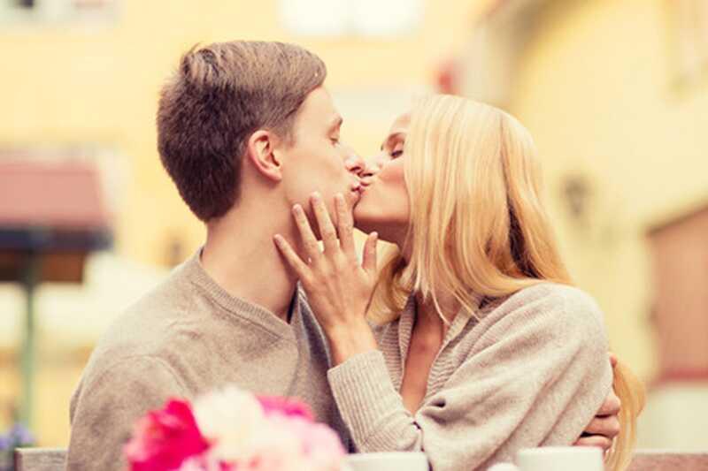 Kako francoski poljubiti? 10 mora vedeti francoskih poljubljanje nasvete