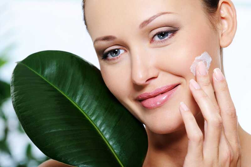 6 keemilist vaba looduslikku niisutavat asendajat oma juuste, naha ja küünte jaoks