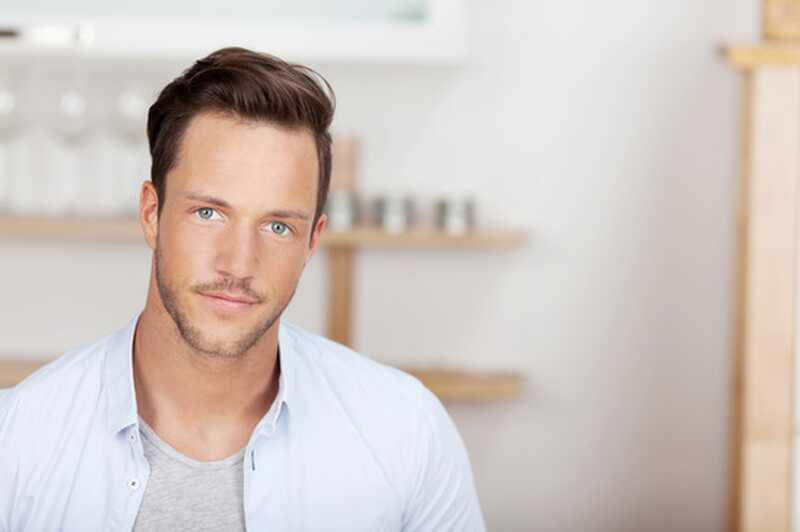 5 spektakularnih kratkih pričesk za moške z dolgimi obrazi