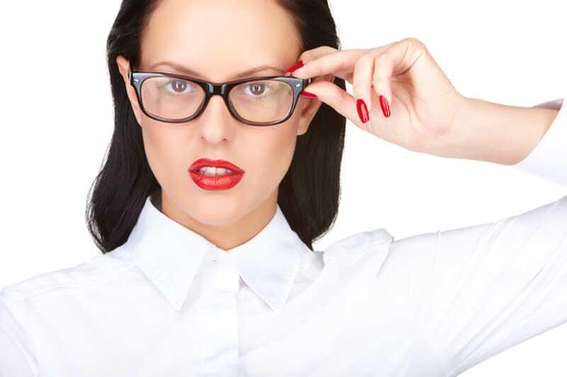 Com aplicar el maquillatge dels ulls per a consumidors dulleres (17 consells i trucs de maquillatge)