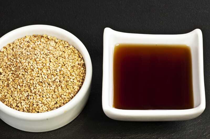 10 čudovitih prednosti sezamovega olja za lepoto vaše kože in las