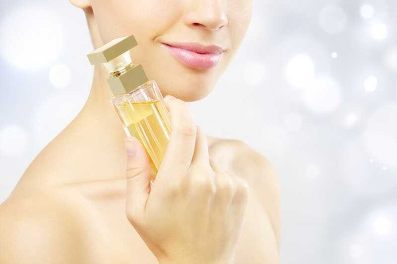 8 nasvetov o tem, kako narediti vaš parfumski vonj traja dlje