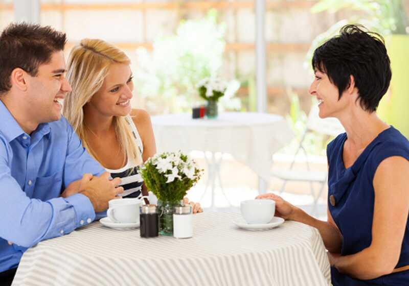9 vinkkejä siitä, miten tehdä hyvän ensivaikutelman poikaystäväsi äidille