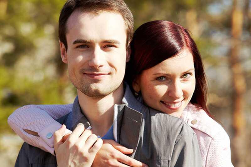8 razlogov, zakaj bi se morali klepeti in poljubiti več s svojim partnerjem