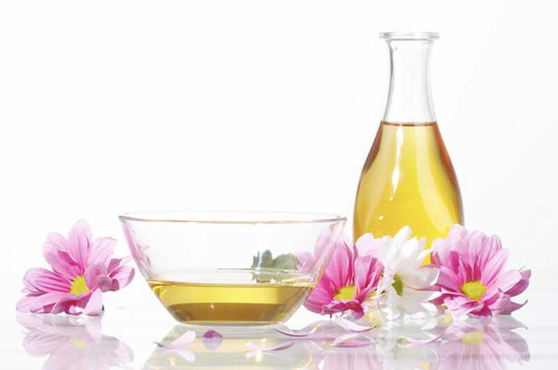 28 čudovitega ricinusovega olja koristi in koristi za lepoto, lase in zdravje