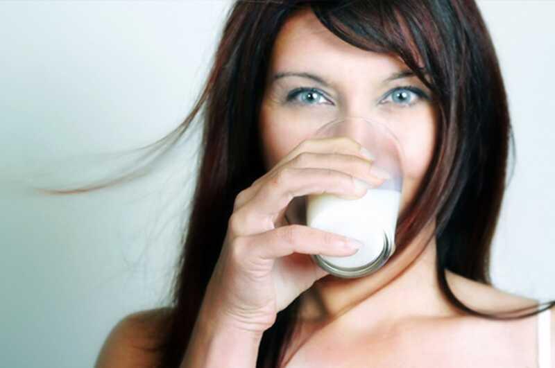 12 čudovitih prednosti mandljevega mleka