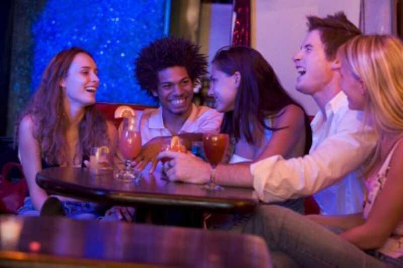 Kako voditi pogovor, ko spoznate nove ljudi? 10 nasvetov